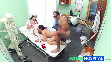 Порно лесбиянок с большой стоячей грудью фото